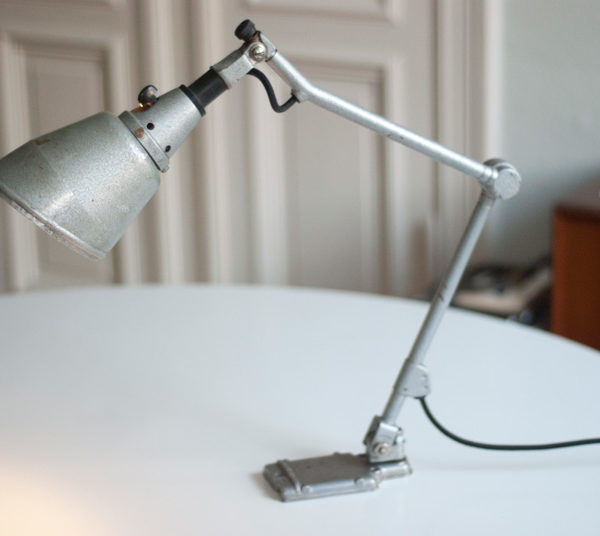 lampe-051-kleine-gelenklampe-midgard-hammerschlag-grau-uhrmacher_007_dev