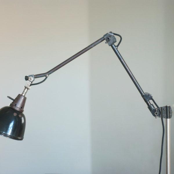 lampen-058-gelenklampe-midgard-mit-knick-und-patina-emailleschirm-002_dev