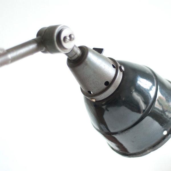 lampen-082bis-alte-gelenklampe-midgard-mit-patina-emailleschirm-004_dev