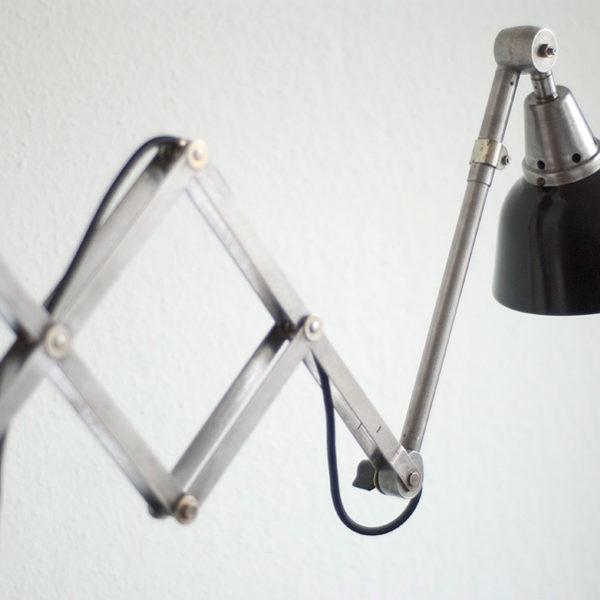 lampen-090-scherenlampe-stahloptik-mit-schwarzem-aluschirm-005_dev