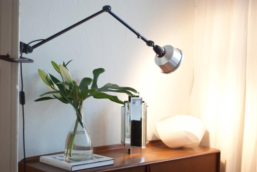 schwarze lampe latest with schwarze lampe cool interieur mit tisch und schwarze lampe. Black Bedroom Furniture Sets. Home Design Ideas