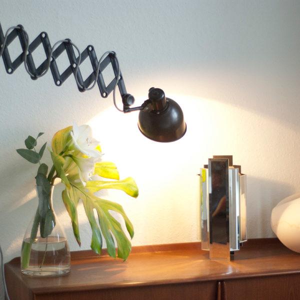 lampen-114-scherenlampe-helion-mit-bakelitschirm-und-grauem-stoffkabel-009_dev