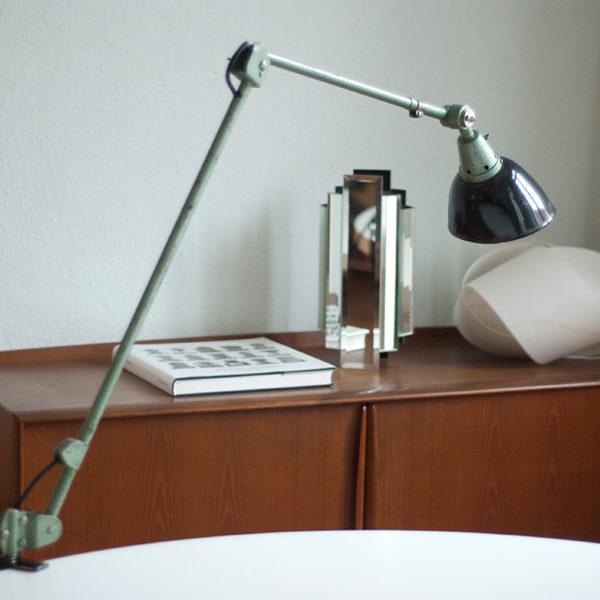 lampen-119-grosse-tischlampe-midgard-hammerschlag-gruen-005_dev