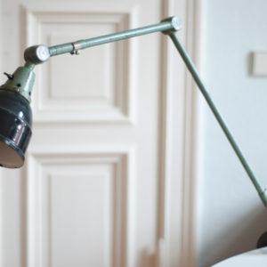 lampen-120-tischlampe-midgard-hammerschlag-gruen-019_dev