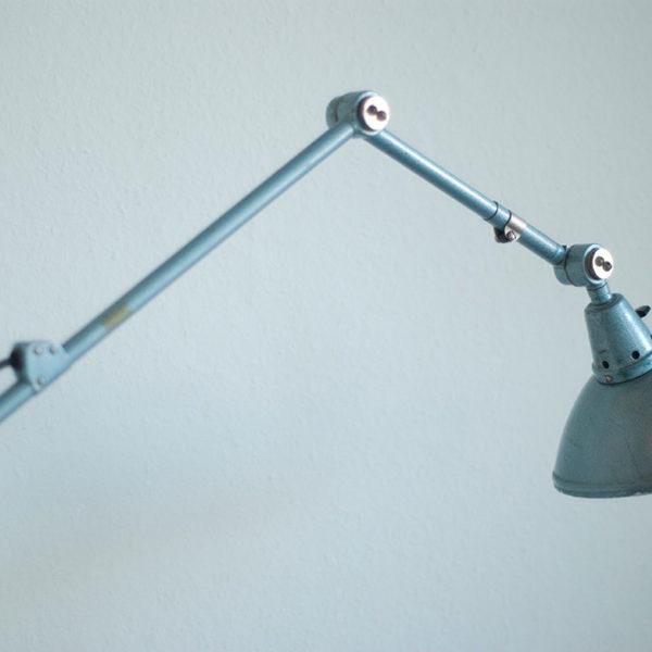 lampen-133-gelenklampe-midgard-hammerschlag-blau-018_dev