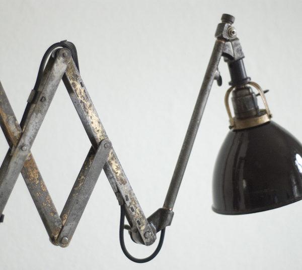 lampen-138-einzigartige-scherenlampe-midgard-drgm-stahl-gold_049_dev