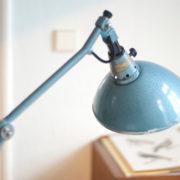 lampen-162-seltene-tischleuchte-midgard-hammerschlag-blau-006_dev