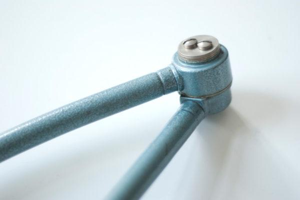 lampen-162-seltene-tischleuchte-midgard-hammerschlag-blau-020_dev
