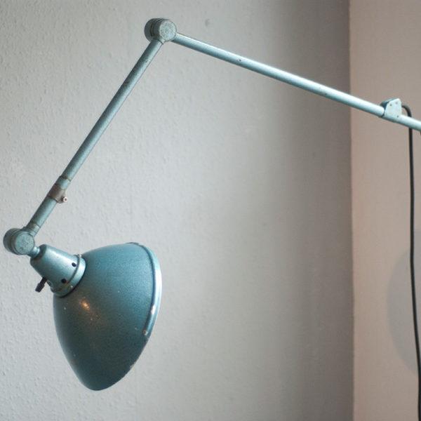 lampen-167-gelenklampe-midgard-hammerschlag-blau-009_dev