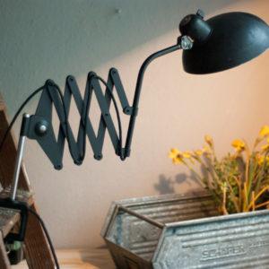 lampen-179-schoene-scherenlampe-helo-klemmfuss-03_dev