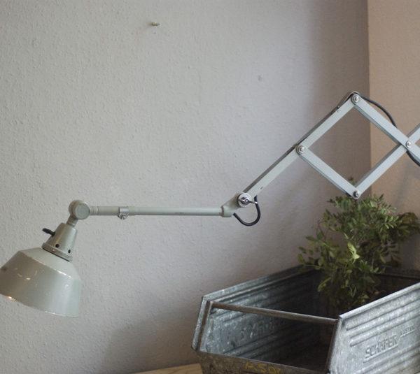 lampen-180-graublaue-scherenlampe-midgard_030_dev__