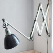 lampen-192-alte-grosse-scherenlampe-midgard-drgm-originalhalt-hammerschlag-12_dev