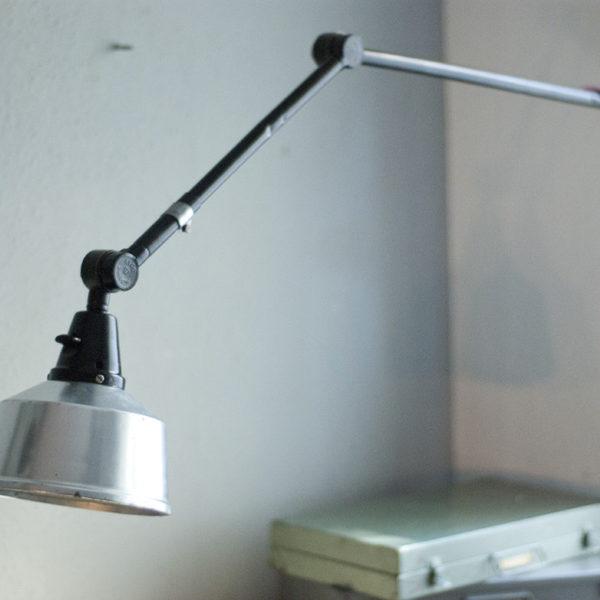 lampen-205-schwarze-wandlampe-midgard-mit-aluschirm-05_dev