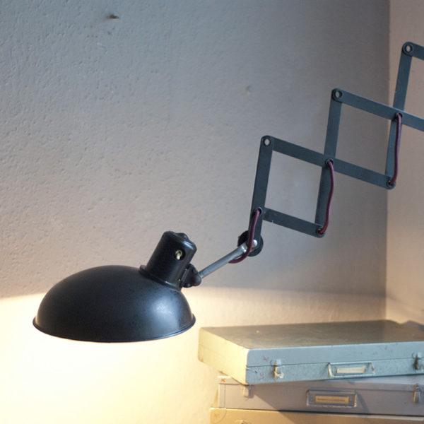 lampen-210-grosse-kurze-scherenlampe-helion-mit-breitem-bakelitschirm-01_dev