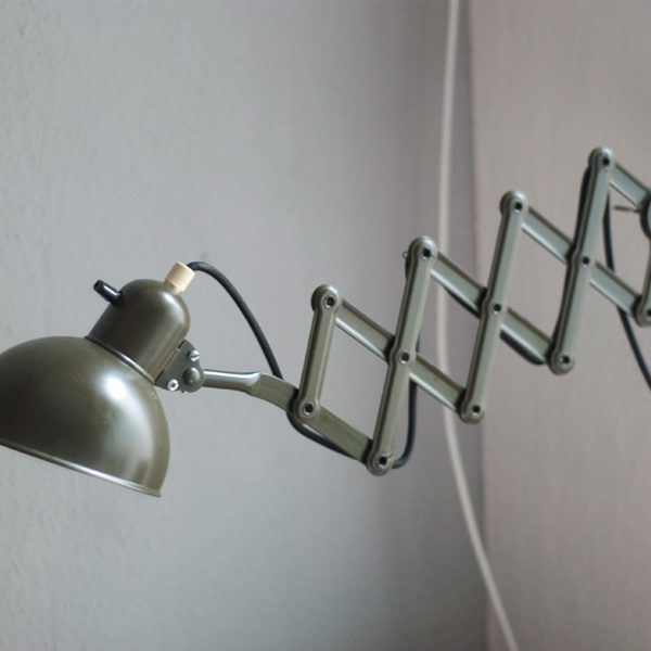 lampen-211-dunkelgruene-scherenlampe-kaiser-leuchten-11_dev