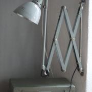 lampen-213-sehr-seltene-riesengrosse-graueblaue-scherenlampe-midgard-ddrp-04_dev