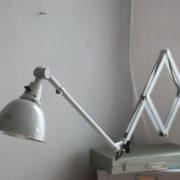 lampen-213-sehr-seltene-riesengrosse-graueblaue-scherenlampe-midgard-ddrp-07_dev