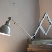 lampen-213-sehr-seltene-riesengrosse-graueblaue-scherenlampe-midgard-ddrp-08_dev