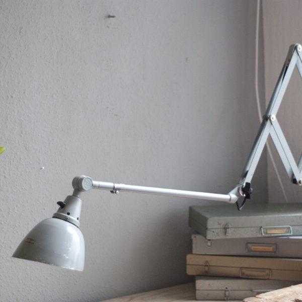 lampen-213-sehr-seltene-riesengrosse-graueblaue-scherenlampe-midgard-ddrp-20_dev