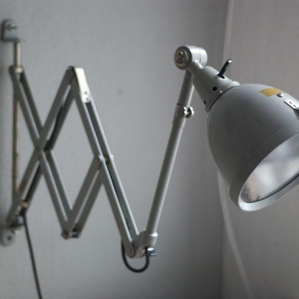 lampen-214-graublaue-scherenlampe-midgard-ddrp-mit-seltenem-schirm-mit-glassscheibe-01