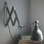 lampen-214-graublaue-scherenlampe-midgard-ddrp-mit-seltenem-schirm-mit-glassscheibe-08