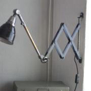 lampen-220-blaugraue-scherenlampe-midgard-ddrp-patina-02_dev