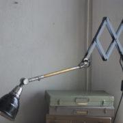 lampen-220-blaugraue-scherenlampe-midgard-ddrp-patina-05_dev
