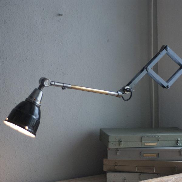 lampen-220-blaugraue-scherenlampe-midgard-ddrp-patina-09_dev