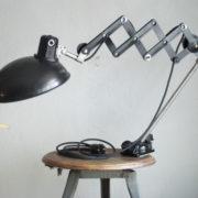 lampen-235-seltene-klemmleuchte-helion-arnstadt-mit-ständer-scissor-clamping-lamp-15_dev