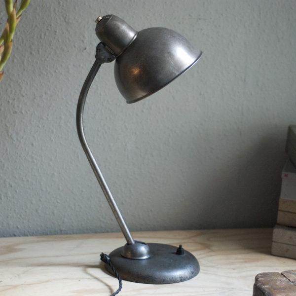 lampen-247-mondleuchte-kaiser-idell-schreibtischlampe-desk-lamp-01_dev