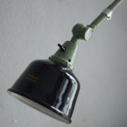 lampen-250-gruene-gelenklampe-midgard-originalzustand-emaillierter-schirm-04_dev
