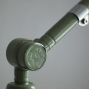 lampen-250-gruene-gelenklampe-midgard-originalzustand-emaillierter-schirm-08_dev