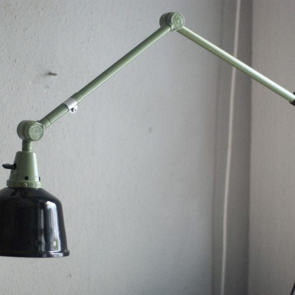 lampen-250-gruene-gelenklampe-midgard-originalzustand-emaillierter-schirm-09_dev