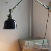 lampen-250-gruene-gelenklampe-midgard-originalzustand-emaillierter-schirm-10_dev