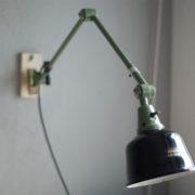lampen-250-gruene-gelenklampe-midgard-originalzustand-emaillierter-schirm-13_dev
