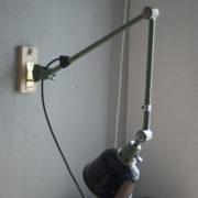 lampen-250-gruene-gelenklampe-midgard-originalzustand-emaillierter-schirm-16_dev