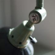 lampen-250-gruene-gelenklampe-midgard-originalzustand-emaillierter-schirm-18_dev