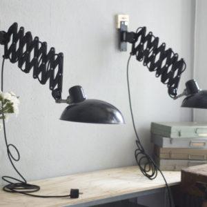 lampen-252-paar-scherenlampen-helion-mit-breitem-bakelitschirm-pair-scissor-lamps-27_dev