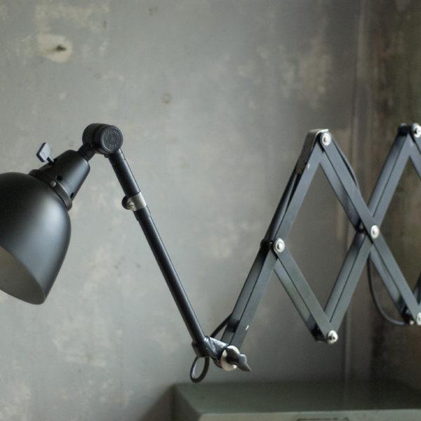 lampen-274-grosse-schwarze-scherenlampe-midgard-ddrp-scissor-lamp-09_dev