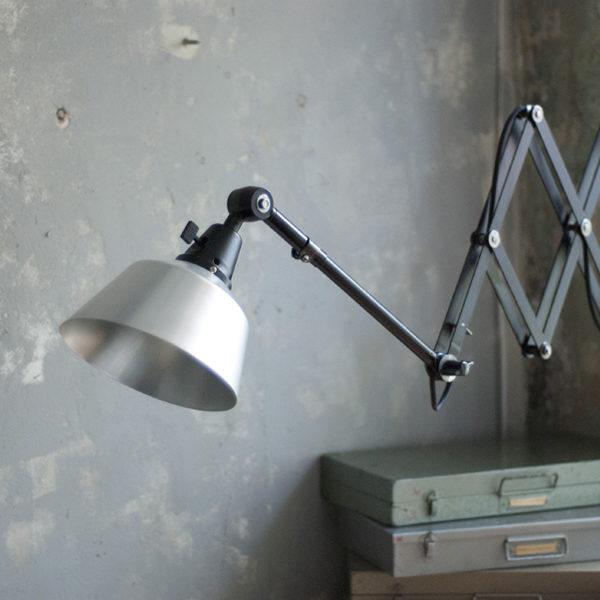 lampen-275-grosse-schwarze-scherenlampe-midgard-aluschirm-scissor-lamp-03_dev_1