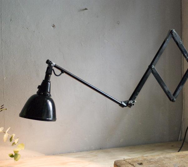 lampen-287-grosse-schwarze-scherenlampe-midgard-112-drgm-scissor-lamp-08_dev