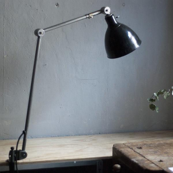 lampen-291-grosse-gelenklampe-klemmleuchte-midgard-unikat-hinged-clamp-table-lamp-01_dev