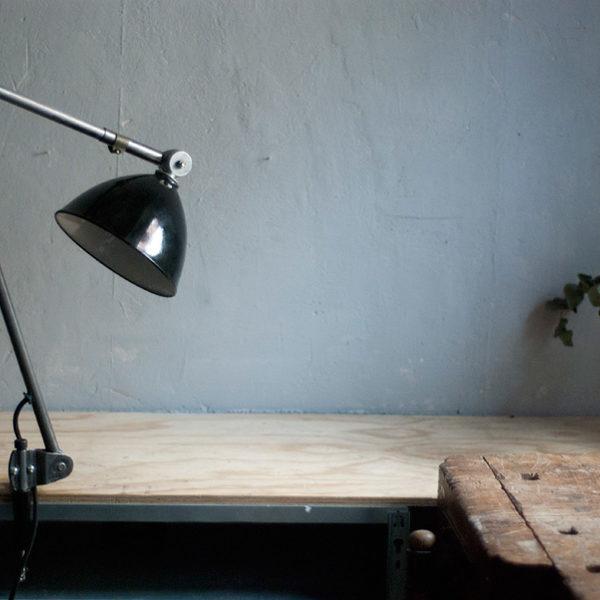lampen-293-grosse-gelenklampe-klemmleuchte-midgard-unikat-hinged-clamp-table-lamp-01_dev