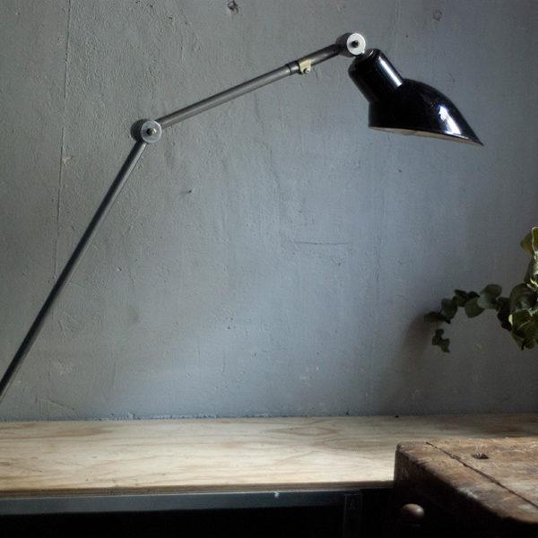 lampen-295-grosse-gelenklampe-klemmleuchte-midgard-unikat-hinged-clamp-table-lamp-09_dev