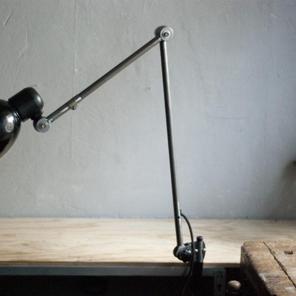 lampen-297-grosse-gelenklampe-klemmleuchte-midgard-unikat-hinged-clamp-table-lamp-07_dev