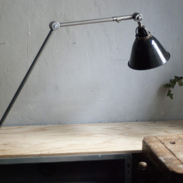 lampen-298-grosse-gelenklampe-klemmleuchte-midgard-unikat-hinged-clamp-table-lamp-04_dev