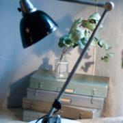 lampen-300-gelenklampe-midgard-stahloptik-auf-marmoplatte-desk-table-lamp-01_dev