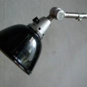 lampen-300-gelenklampe-midgard-stahloptik-auf-marmoplatte-desk-table-lamp-07_dev