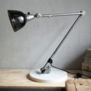 lampen-300-gelenklampe-midgard-stahloptik-auf-marmoplatte-desk-table-lamp-09_dev