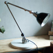 lampen-300-gelenklampe-midgard-stahloptik-auf-marmoplatte-desk-table-lamp-12_dev